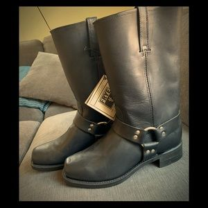 NWT Frye's Harness boot